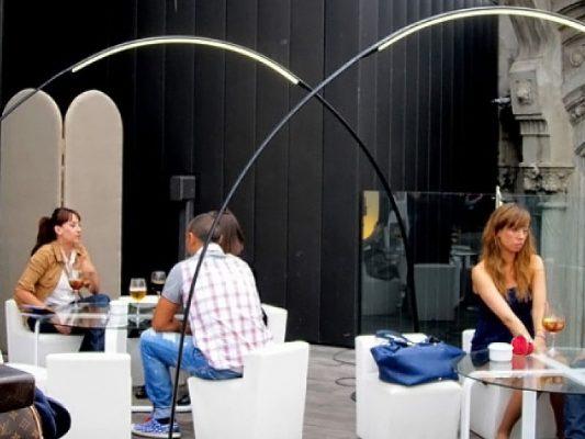 Stalpi iluminat exterior terasa centru comercial