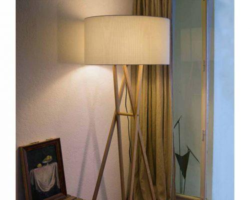 iluminat living cu lampadarul Cala
