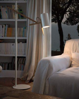 lampadar cu design modern
