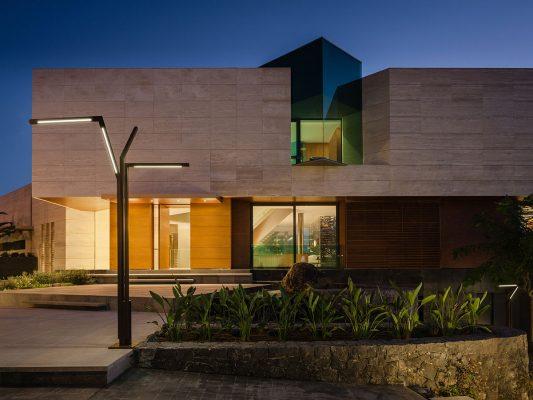 Stalpi de iluminat pentru gradina, terasa,  cai de acces.