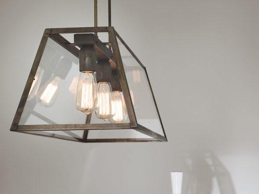 lampa suspendata cu design interior