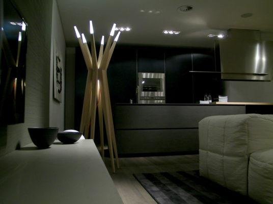 Lampa de podea Flashwood, Masiero din lemn.