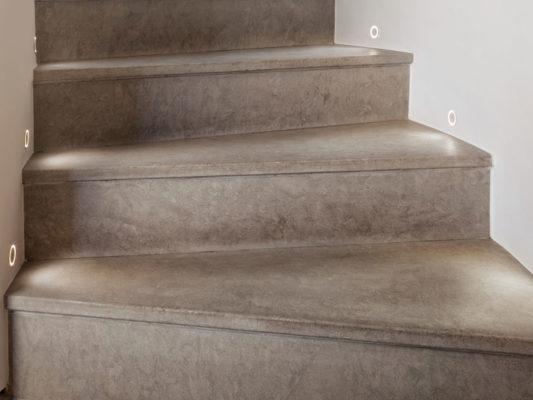 Spoturi incastrate iluminat scari