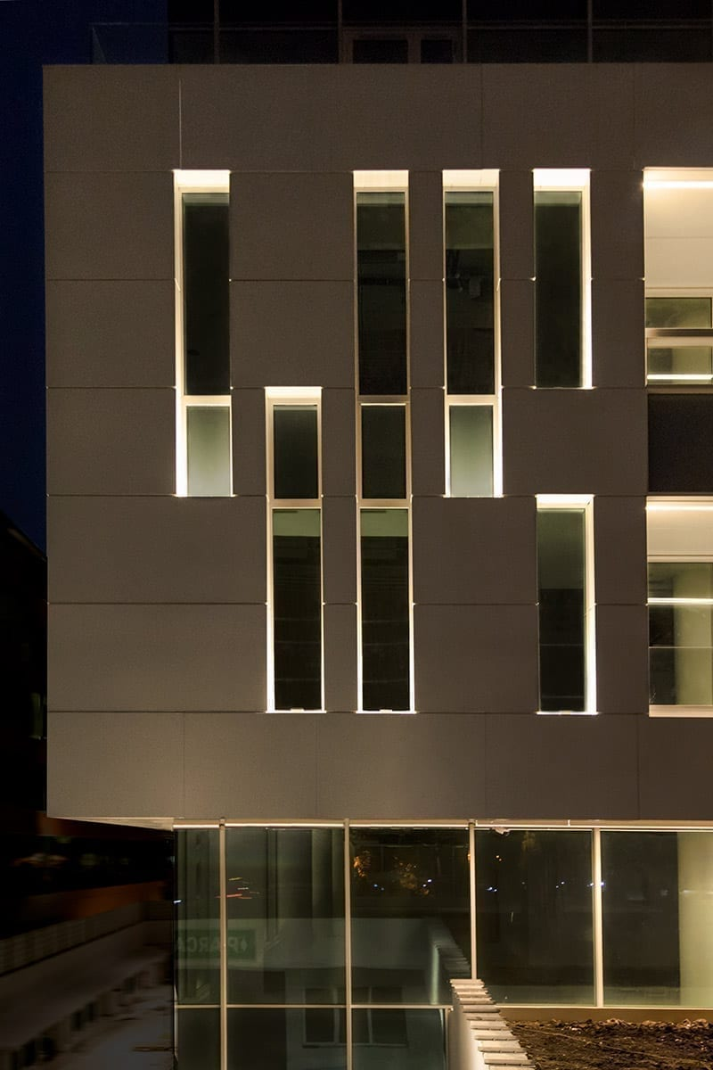 concept iluminat fatade, iluminat arhitectural office