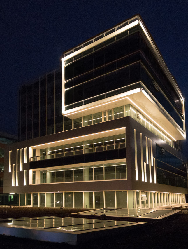 Concept iluminat arhitectural clădire birouri