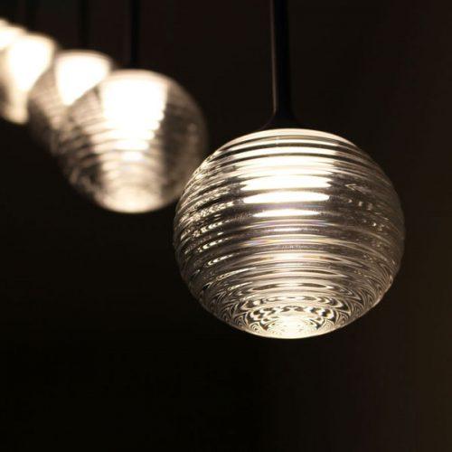 lampi suspendate sfera sticla